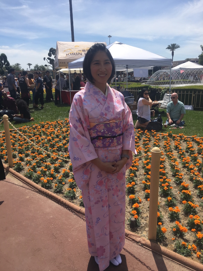 来自香港的Cindy穿日式和服,在人群中十分亮眼。(记者王全秀子╱摄影)