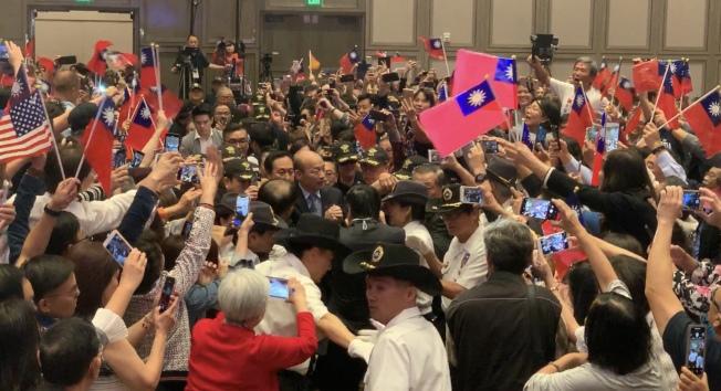 現場民眾熱情高漲,紛紛高呼「韓國瑜,選總統」。(記者高梓原/攝影)