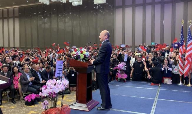 韓國瑜14日一早出席「點亮高雄 創新經濟」演講會。(記者高梓原/攝影)