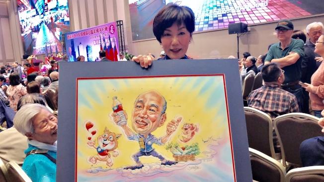紀星華送給韓國瑜的最新力作「韓悟空」,期勉他自由自在,大顯身手。(記者胡清揚/攝影)