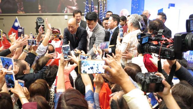 高雄市長韓國瑜美西出席一場千人演講會,主題為「點亮高雄、創新經濟」,吸引上千名華僑參與。(記者王慧瑛/攝影)