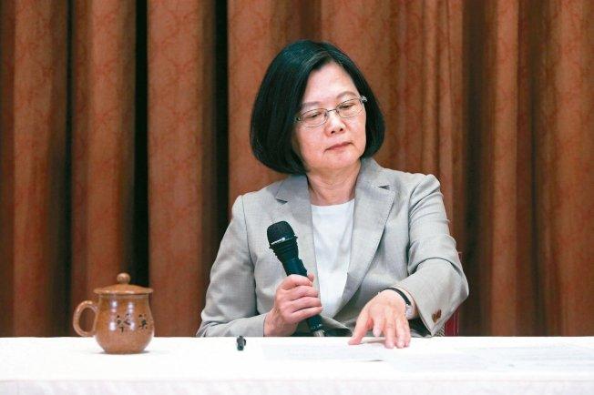 韓國瑜在洛杉磯受訪時,指過去三屆總統都是台大法律高材生,主政後卻讓台灣經濟殘廢了。圖為總統蔡英文。(本報資料照片)