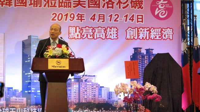 韓國瑜(圖)在洛杉磯受訪時,指過去三屆總統都是台大法律高材生,主政後卻讓台灣經濟殘廢了。(記者王慧瑛/攝影)。