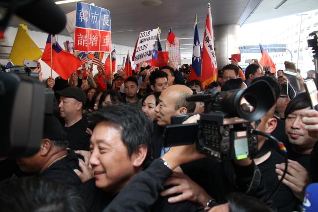 韓國瑜在簇擁下抵達聖荷西,將展開兩天半的訪問。(記者李榮/攝影)