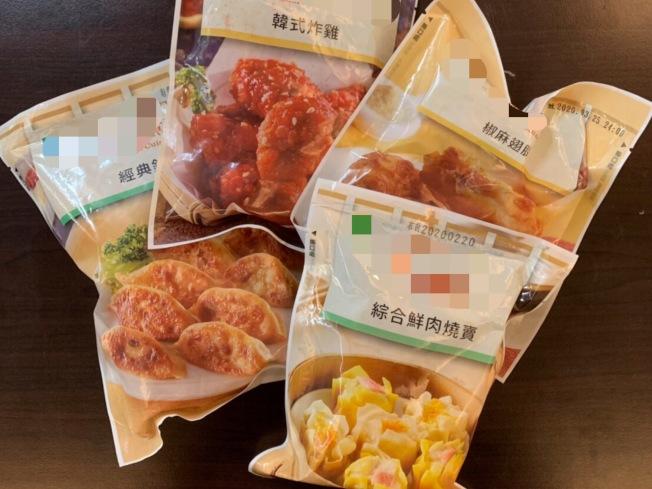 愛吃塑膠包裝的微波食品的民眾,醫師仍建議把包裝拆開,將食物裝進瓷器或玻璃容器加熱為佳。(記者鄧桂芬/攝影)