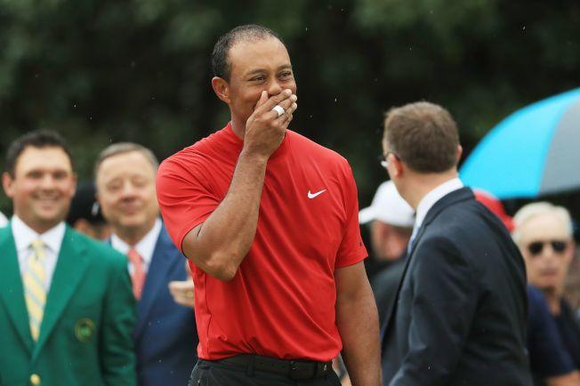 捲土重來,老虎伍茲獲勝後,似乎自己都難以置信。(Getty Images)