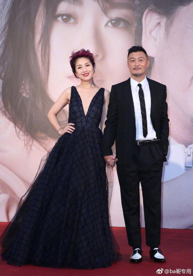 楊千樺(左)和余文樂出席金像獎。(取材自微博)