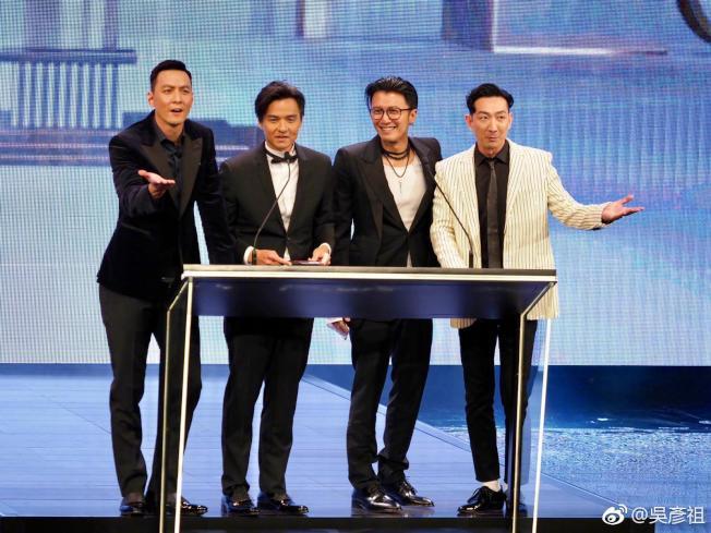 吳彥祖(左起)、馮德倫、謝霆鋒、李璨琛在金像獎頒獎典禮上合體。(取材自微博)