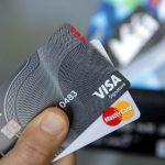 只要你開口… 與銀行協商 有8成機會可降信用卡費