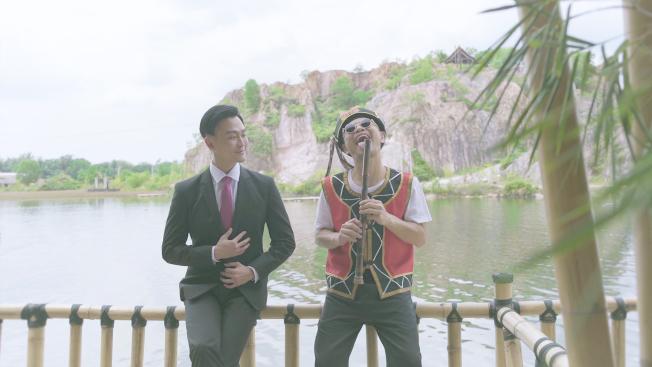 黃明志(右)邀來林俊逸合作。(圖:亞洲通文創提供)