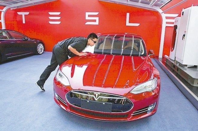 特斯拉未來12個月將生產50萬輛車,較原訂目標增加25%。 本報系資料庫