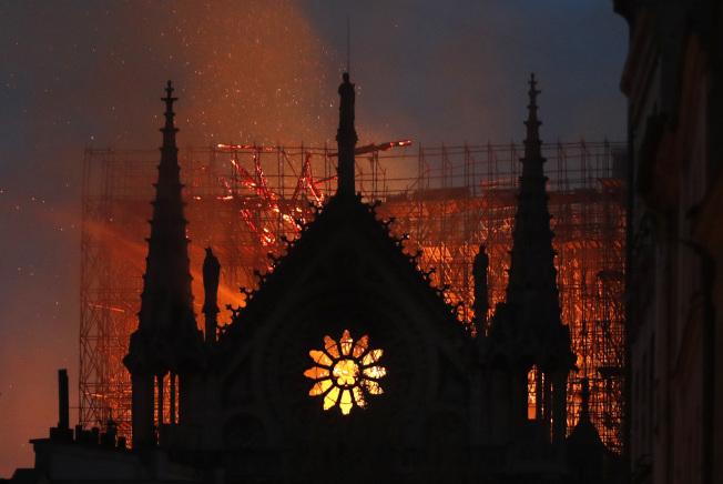 巴黎聖母院嚴重火警,疑與整修工程有關。(Getty Images)