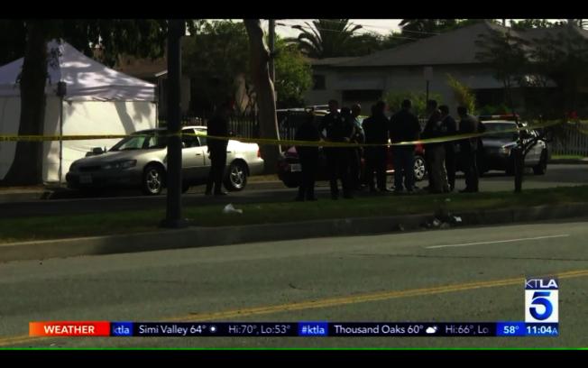 26歲非裔男子身中數槍死在車內。(取自KTLA5)