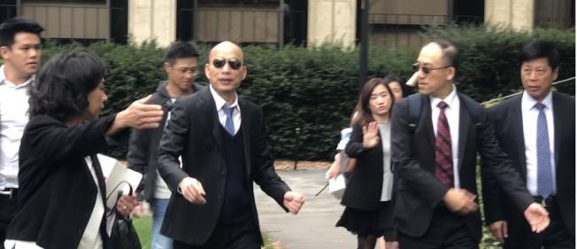 高雄市長韓國瑜在史丹福大學午宴過後,參觀暫存在胡佛研究所的兩蔣日記檔案,在胡佛研究所約停留1小時。圖/讀者提供