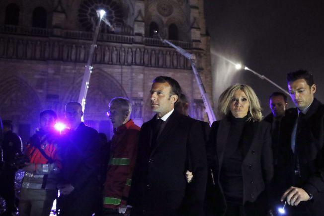 法國總統馬克宏親往勘災。(歐新社)