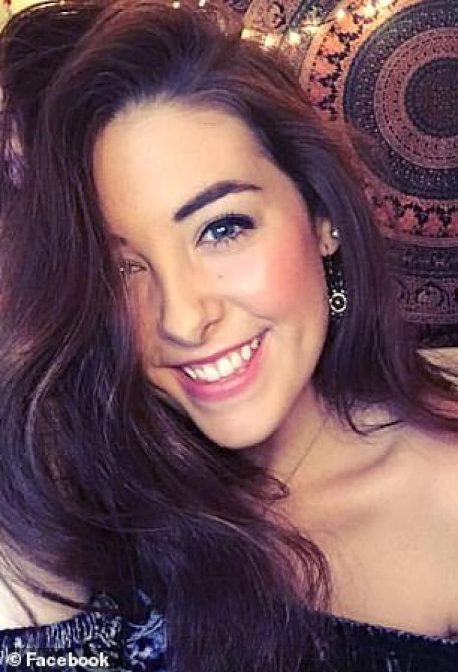 愛阿華州20歲大學生安卓拉‧紐頓,在阿肯色州國家森林園區拍照時,失足墜崖死亡。(取材自臉書)