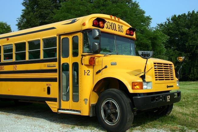 伊州眾議會通過法案,遇校車「STOP」不停者將面臨雙倍罰款。(Pixabay)