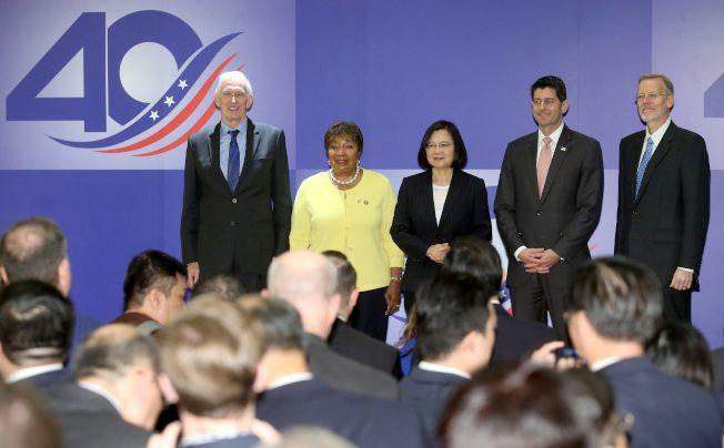 賀台灣關係法40周年 美眾院前議長萊恩率團抵台