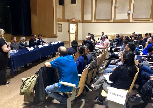 特殊高中入學考試論壇,家長、特殊高中校友等向民選官員表達意見和建議。(記者朱蕾/攝影)