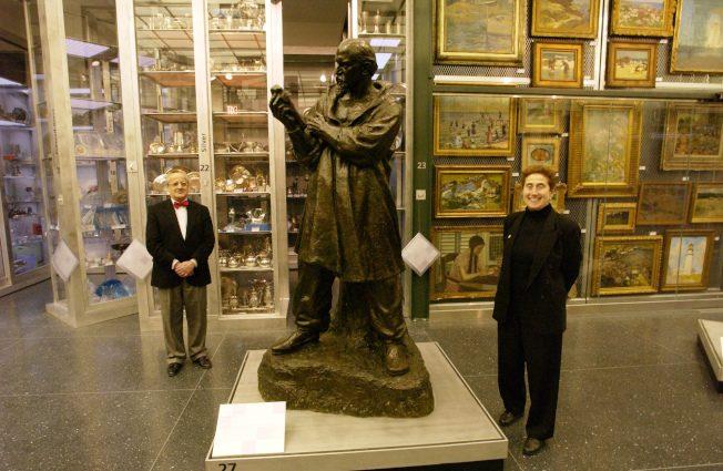 美國現象|博物館藏爆滿…放著花錢 賣掉惹議