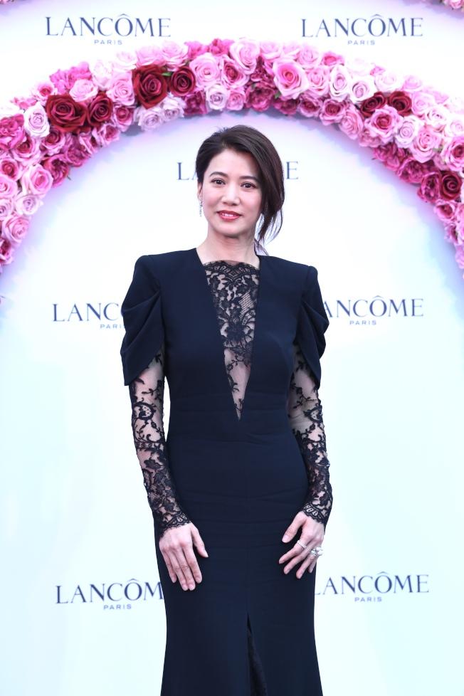 袁詠儀與鄭秀文是朋友,對於許志安出軌一事,她說多少有點擔心。(中通社)