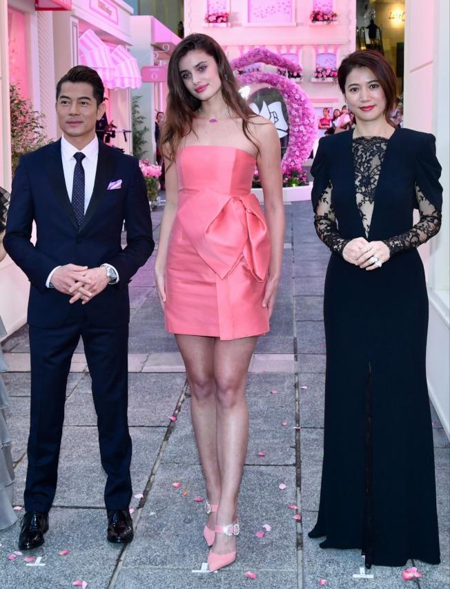 郭富城(左)、袁詠儀(右)出席護膚化妝品牌活動。 (中通社)