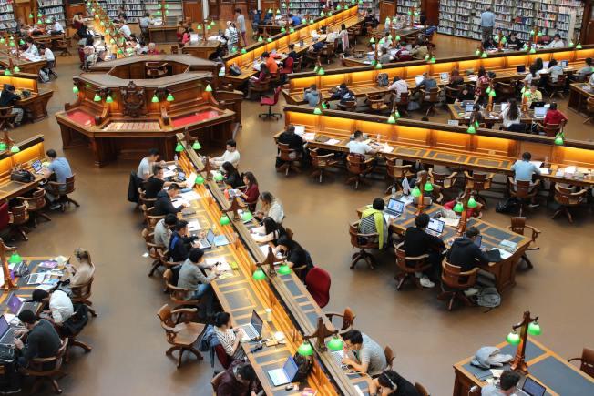 社經環境的現實,已經反映在當今校園當中。(Pexels)