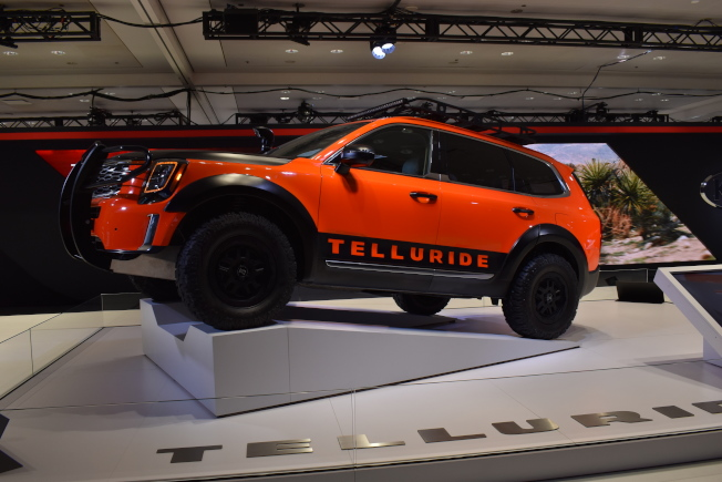 今年的「2019紐約國際車展」上,有多家廠商推出輕巧但具功能性的「城市休旅車」。(記者顏嘉瑩/攝影)