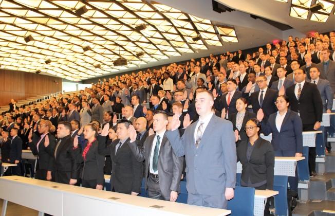 300餘名新紐約市警預備警員宣誓入職。(記者朱蕾/攝影)