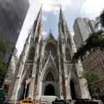 男攜4桶汽油和點火劑  闖入紐約聖派翠克大教堂
