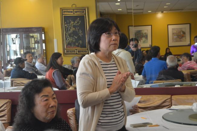 華埠居民對市府預算提建議。(記者劉先進╱攝影)