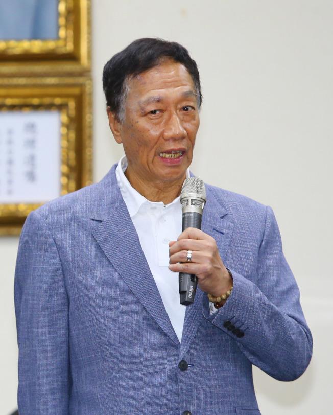 鴻海董事長郭台銘應邀出席國民黨中常會接受榮譽狀,並宣布參加國民黨總統候選人提名初選。(記者陳柏亨/攝影)