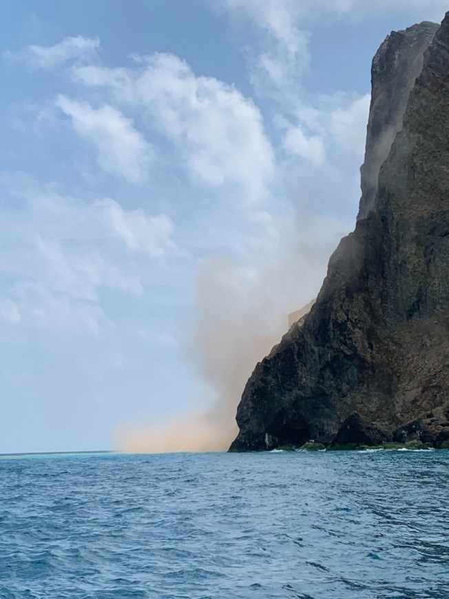 龜山島龜首因地震落石。(圖/東洋銘珠解說員邱瑞宏提供)