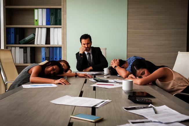 當你沒有得到充足的睡眠,你的大腦就無法以最佳速度運作。有什麼方式能暫時提起精神,勉強度過滿是睡意的一天呢? 圖/ingimage