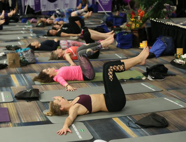 孕婦不宜練習某些瑜伽動作。(美聯社)