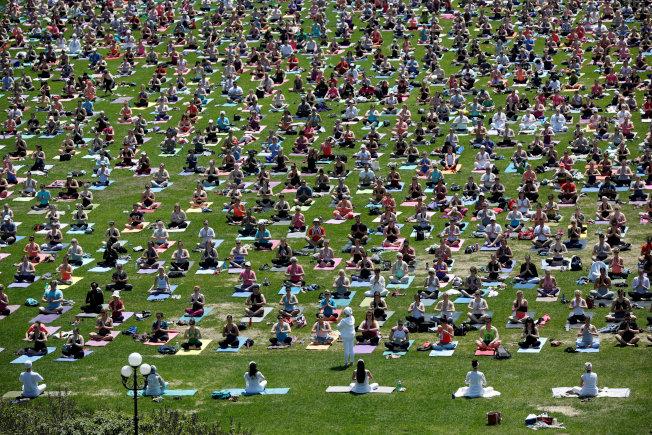 近年來,瑜伽練習者增加很多。(路透)