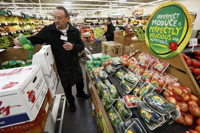 保存不易的農產品外送是網購業者的大考驗。(美聯社)