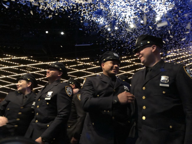 市警察學院畢業典禮18日在曼哈頓中城麥迪遜廣場花園(Madison Square Garden)舉行,共有457名警員畢業。(記者顏嘉瑩/攝影)