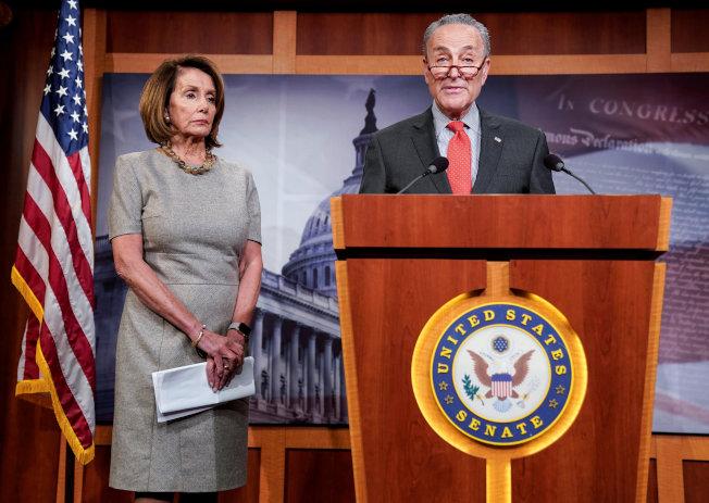 民主黨籍國會參院少數黨領袖舒默(右)及眾院議長波格西都認為,川普是否妨礙司法,仍應深究。(路透)