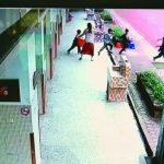 花蓮強震…銅門7級震度 老師抱起幼童往外衝