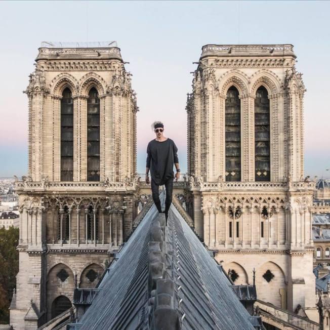 26歲的法國自由跑者(freerunner)諾蓋拉(Simon Nogueira),2018年10月違法攀上巴黎聖母院屋頂。 圖擷自Simon Nogueira臉書
