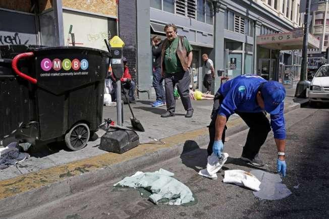舊金山的糞便巡邏隊,在街頭清潔人類糞便。(取材自推特)
