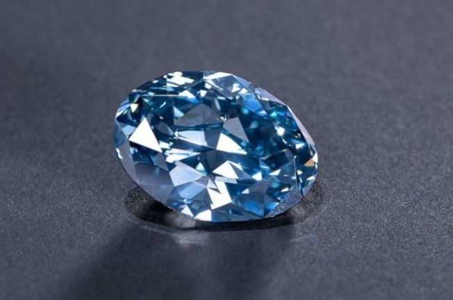 非洲的波札那境內發現了罕見的藍寶石,加工後竟重達22.46克拉。圖片來源/ABC News