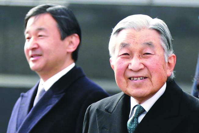 日皇明仁(右)將於4月30日退位,皇太子德仁5月1日即位,並同時啟用新年號。(美聯社資料照片)
