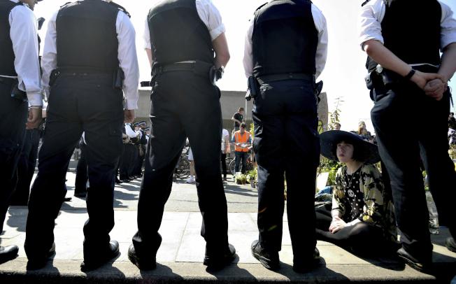 「反抗滅絕」(Extinction Rebellion)發起的示威活動,七百多人被捕。(美聯社)