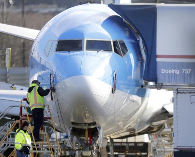 波音公司將評估改良後的737MAX控制系統,圖為華盛頓州生產線上的波音737客機。(美聯社)