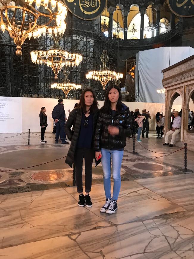 邵吟吟與女兒出遊伊斯坦報寫下的「四月的伊斯坦布爾」,獲法拉盛詩歌節翻譯獎。(邵吟吟提供)