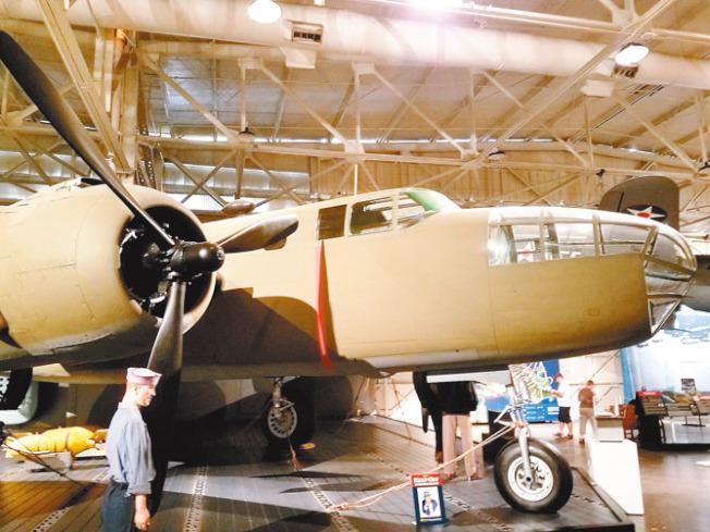 1942年杜立特突襲行動轟炸東京的美軍B-25轟炸機複製品。(本報資料照片)
