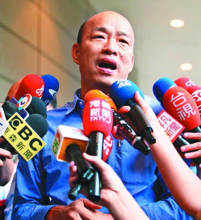 高雄市長韓國瑜(圖)訪美時說台灣沒有軍法,「就像太監穿西裝」。蔡英文總統20日表示,身為三軍統帥,要告訴曾是軍人的韓國瑜「把這句話收回去」。(記者劉學聖╱攝影)