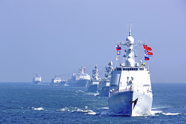 中國訂4月23日舉行海上閱兵,航母、核潛艦都將出場,部分艦艇還是首次公開亮相。圖為2016年9月,中俄舉行海上聯合軍事演習時的中方編隊。 (中新社)